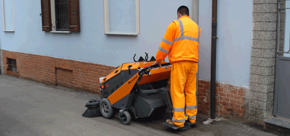 Tenax-MaxWind---Efficient-sidewalk-sweeper