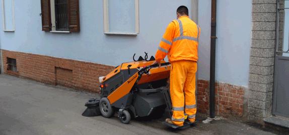 Tenax-MaxWind---Efficient-sidewalk-sweeper